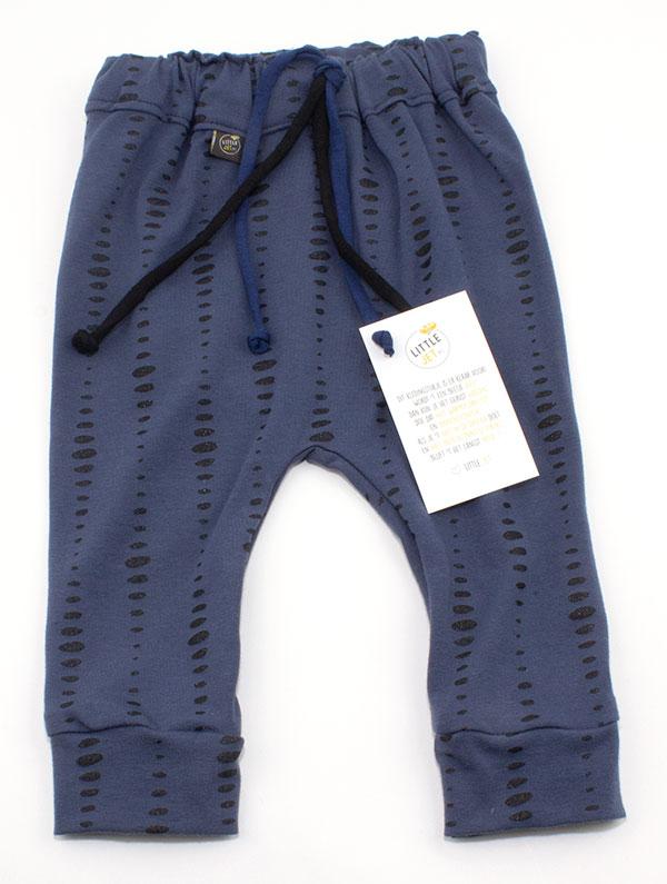 jeansblauw met zwarte stippen en een beetje glitter