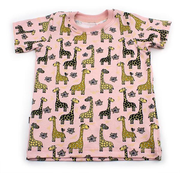 roze met giraffen