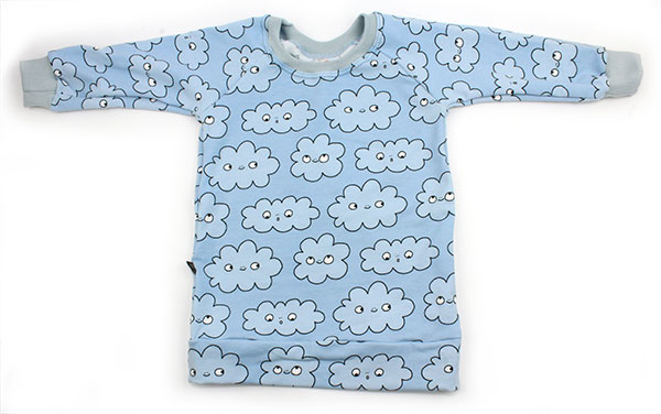 blauw met wolkjes