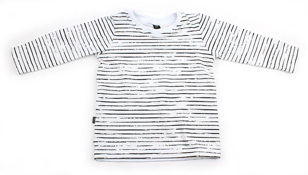 wit met dunne zwarte streepjes