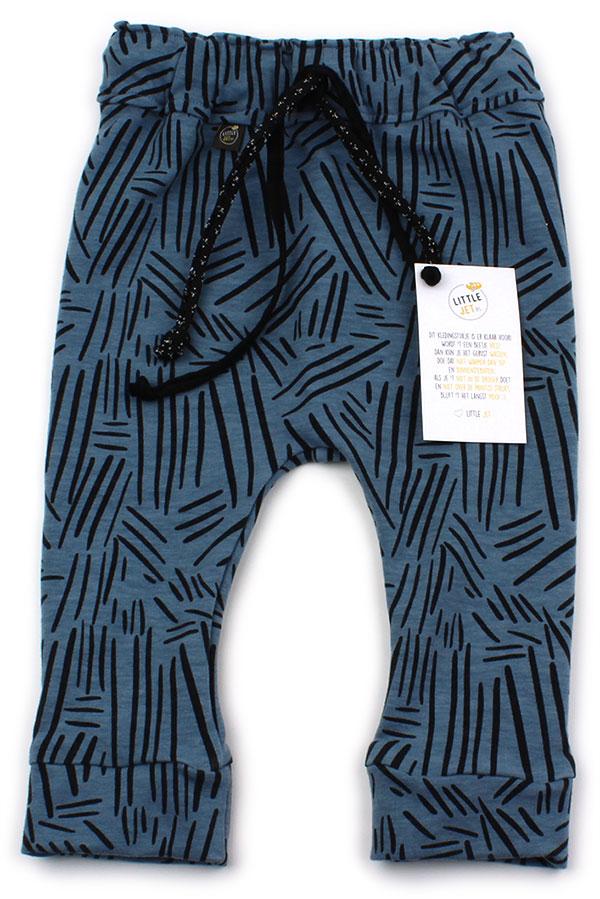 dusty blue met zwarte streepjes
