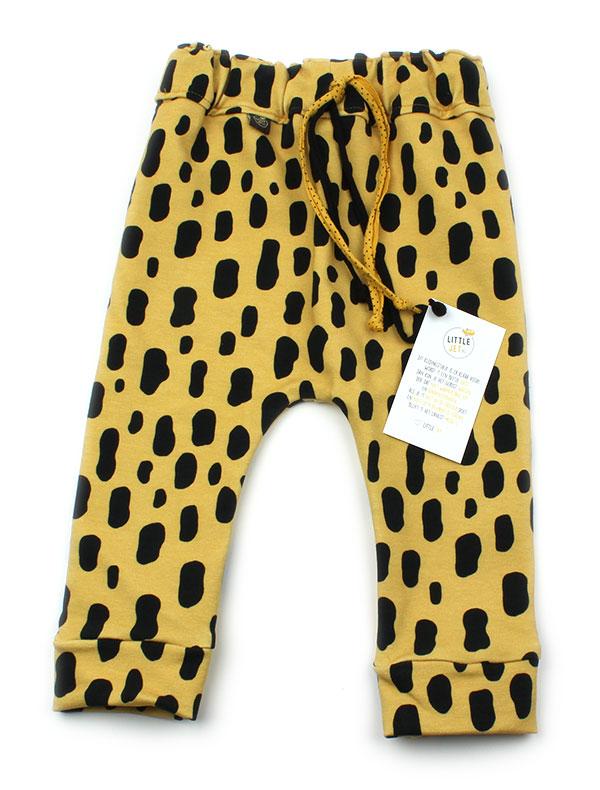 geel met zwarte luipaardvlekken