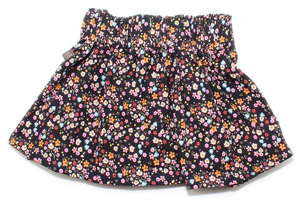 zwart met kleine gekleurde bloemetjes