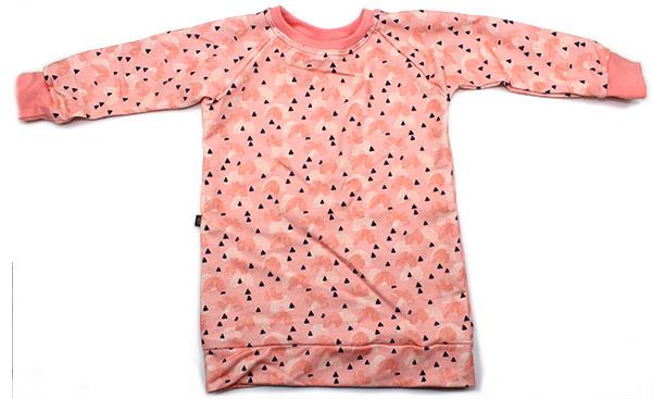roze met boogjes en kleine driehoekjes